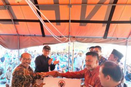 Pendamping desa menyerahkan Rp500 juta untuk pemulihan pascagempa Lombok