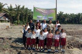 Asian Agri bangun pertapakan bangunan SD Labura