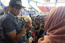 Emak-emak Madiun serahkan donasi Rp2,7 juta ke Sandiaga