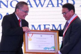 Guru Besar IPB raih penghargaan LIPI Sarwono Award XVII