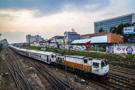 Penumpang KA Cirebon naik