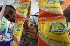 Bulog jual 250 ton beras premium lewat daring