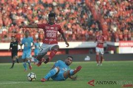 Aji Santoso kecewa tapi ogah protes soal penalti untuk Bali United