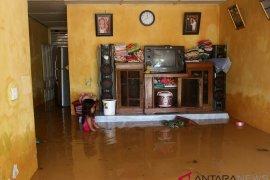 Dua kecamatan di Padang alami banjir hingga longsor