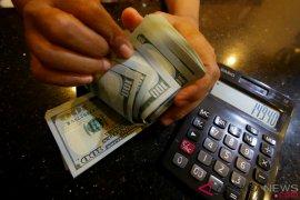 Tertekan data ekonomi negatif, dolar AS melemah