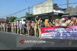 Ratusan Guru Honorer di Kabupaten Blitar Protes Syarat Pendaftaran Calon ASN