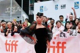 Aktingnya dipuji, Lady Gaga meneteskan air mata