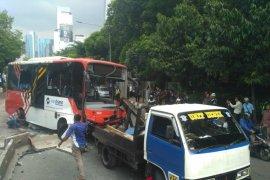 Ini dia penyebab Bus Transjakarta terguling