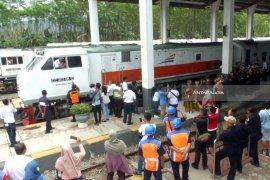 Februari, KA Wijaya Kusuma Banyuwangi-Cilacap Berhenti di Stasiun Pasuruan