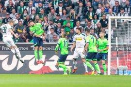 Gladbach amankan kemenangan 2-1 buat Schalke tetap nirkemenangan musim ini