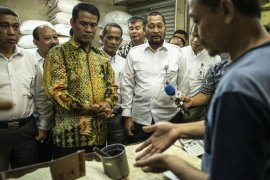Mentan minta pengusaha tak naikan harga beras