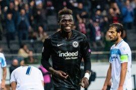 Frankfurt bungkam sembilan pemain Lazio 4-1