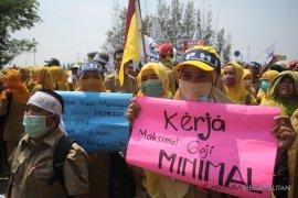 Bupati Bekasi setuju kenaikan gaji honorer