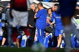 Sarri minta suporter Chelsea untuk lebih hormati Mourinho