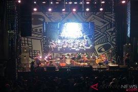 Tiga Pagi ajak Danila sepanggung di Synchronize Fest 2018