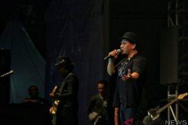 Lewat lagu era 90-an, Padi Reborn hangatkan hari terakhir Synchronize Fest