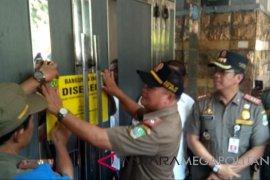 Satpol-PP Bekasi menutup 37 tempat hiburan malam