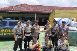 Polsek Air Gegas salurkan dana dan pakaian korban tsunami