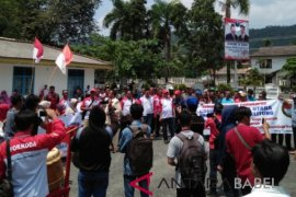 Ratusan warga datangi DPRD Bangka tagih memorandum