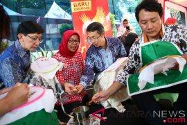 Cara unik karyawan peringati Hari Batik Nasional