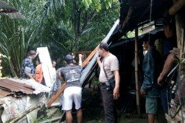 Empat rumah rusak diterjang puting beliung