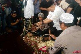 Kemarin, istri Indro Warkop dikebumikan hingga pengemudi Grab diduga lecehkan penumpang
