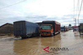 Jalan lintas Barat Aceh tergenang luapan sungai