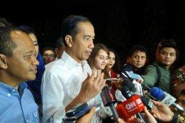 Jokowi blusukan di pasar sentral Gorontalo