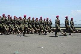 Prajurit Marinir Meriahkan HUT Ke-73 TNI
