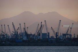 Impor Jatim dari China ikut terdampak corona, turun 16,44 persen