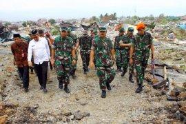 Panglima TNI tinjau lokasi bencana di Palu Page 1 Small