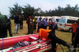 Ratusan nelayan ikut bantu mencari korban pesawat jatuh