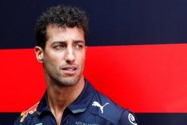 Frustasi di GP Amerika, Ricciardo tinju dinding hingga berlubang
