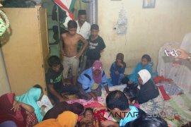 Empat korban longsor disemayamkan di rumah duka