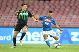 Menang 2-0 atas Sassuolo, Napoli terus bayangi Juventus