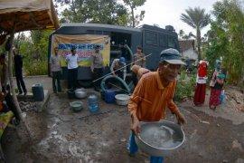 BPBD Jember Distribusikan Air Bersih ke Wilayah Kekeringan