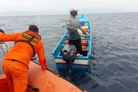 Regu penyelamat cari seorang nelayan desa Kawa