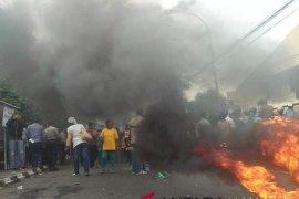 Massa demo Bawaslu Maluku Utara