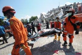 Menteri kesehatan katakan pembusukan jenazah berbahaya bagi korban bencana