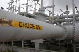 Harga minyak turun, persediaan dan produksi minyak AS melonjak