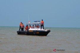 Puing pesawat dan potongan tubuh ditemukan di perairan Karawang