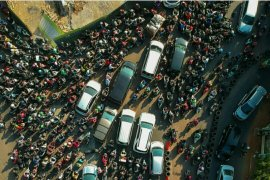 Kemacetan Tol Jakarta-Cikampek mengular ke arteri Bekasi