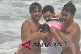 Latihan pertolongan wisatawan pantai