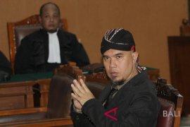 Ahmad Dhani dipindah ke Surabaya hari ini