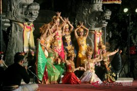 "Siswa Bangli-Denpasar usung THK dalam ""Nawanatya"""