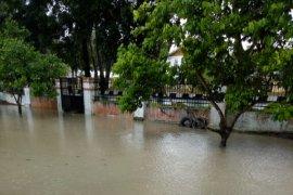 Hujan deras guyur Stabat, perkantoran kebanjiran
