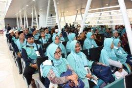 Ridwan Kamil lepas jamaah umrah pertama dari Bandara Kertajati