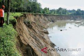 Longsoran pinggiran sungai ancam rumah warga