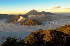 Gunung Bromo Masih Tetap Aman Dikunjungi Wisatawan