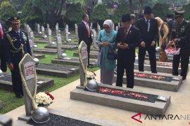 Wapres JK pimpin upacara peringatan Hari Pahlawan di TMP Kalibata